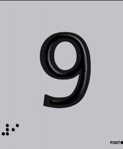 Número 9 en aluminio