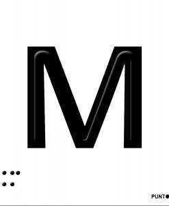 Letra M en aluminio