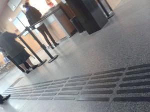 pavimento podotáctil caucho