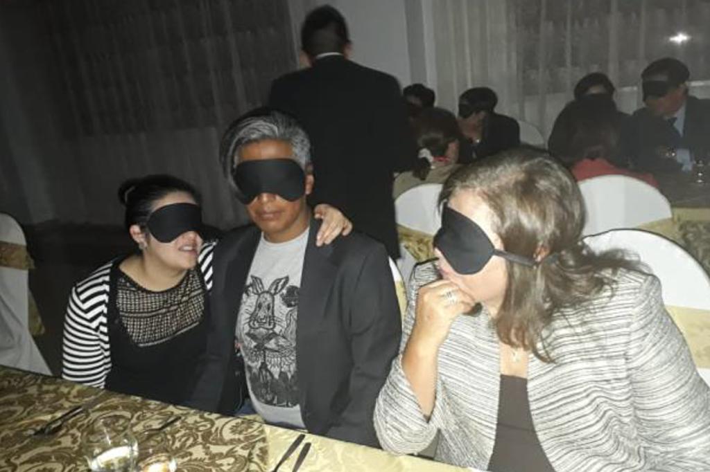 asistentes-a-la-cena-a-ciegas