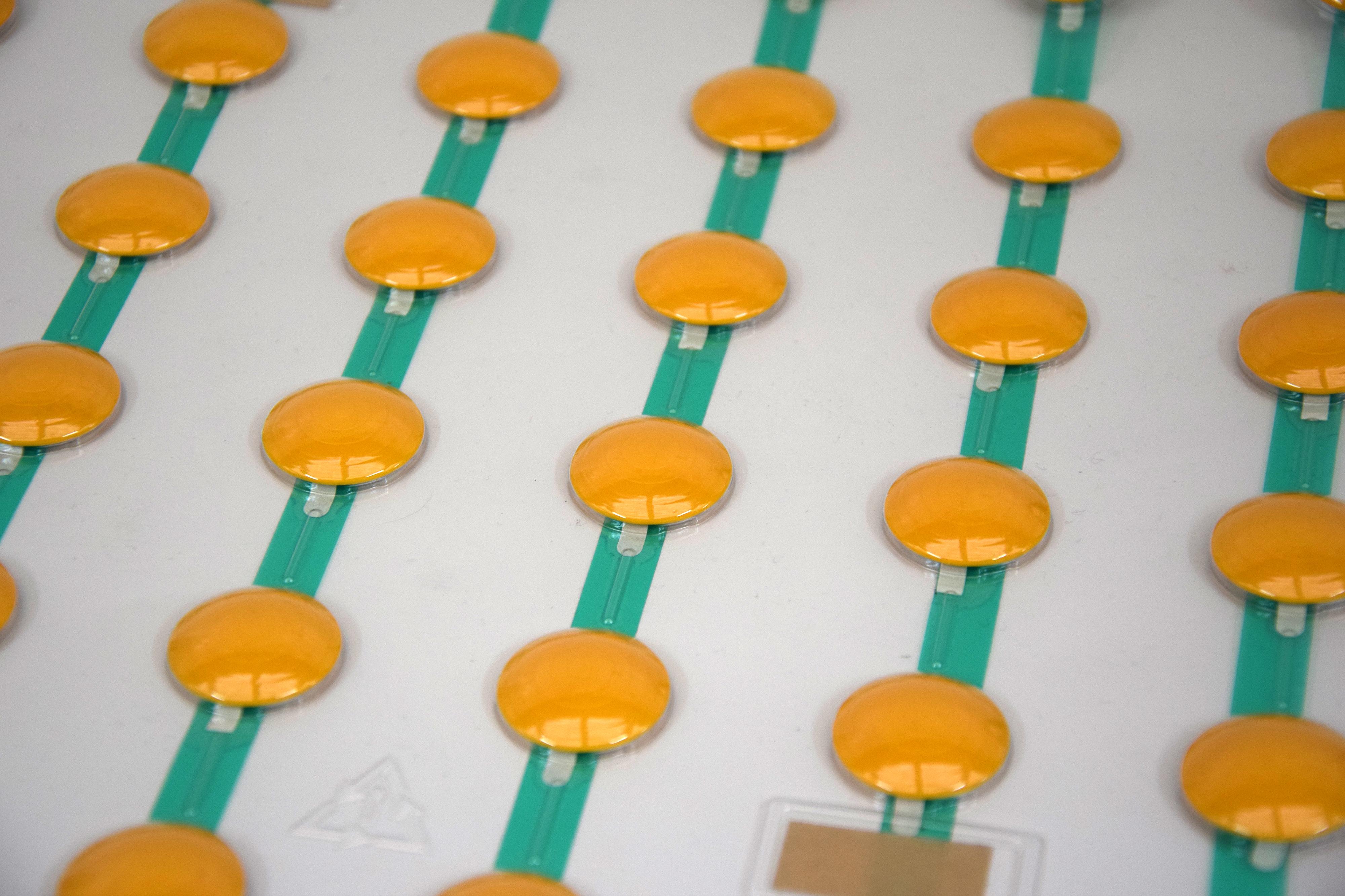 botones amarillos para composición de cruces y avisos
