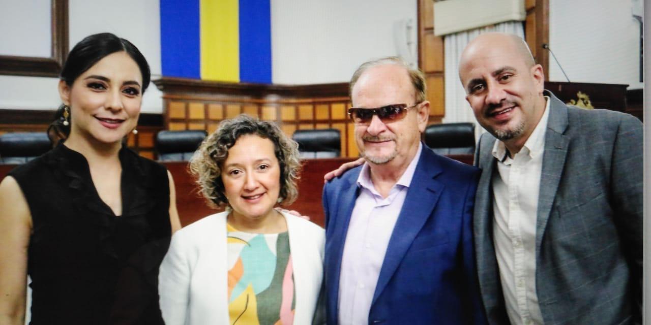 JJ junto al presidente de Guadalajara.