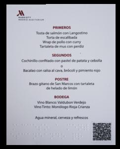Carta de menú en braille y con QR