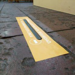 Vinilo para suelo con lama - Mantener distancia de seguridad